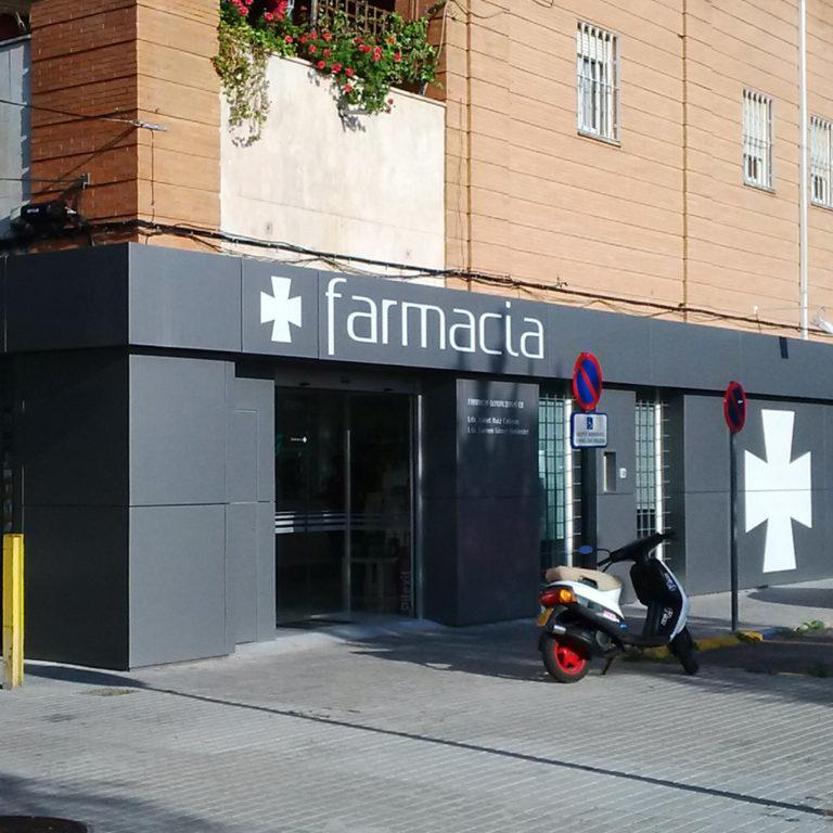 Revestimiento fachada farmacia Sevilla